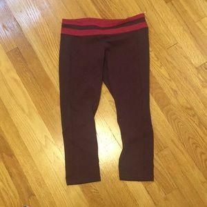 EUC lululemon maroon capri leggings